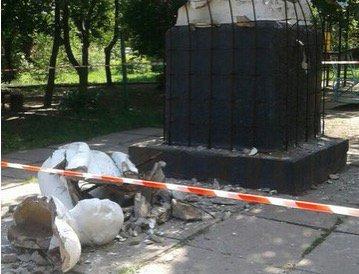 Труп памятника Ленину. - clenyn-3.jpg