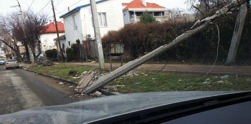 Это не столб, а камни с неба, наверное - balaklava-1.jpg