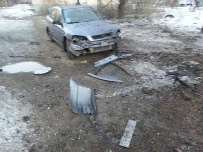 Разбитый осколками легковой автомобиль - Schastie-1.jpg