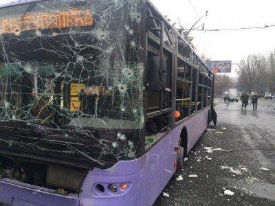 Троллейбус, пострадавший при артобстреле - Bosse-Donetsk-ostanovka.jpg