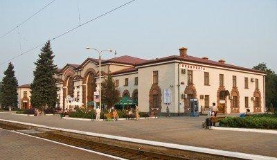 Ясиноватский железнодорожный вокзал - гордость города - sdkjfhwui.jpg