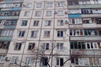 Многоэтажка в Мариуполе, пострадавшая при артобстреле - Mnogoetazhka-Mariupol.jpg