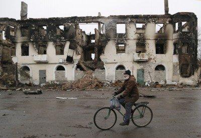 Жилой дом и магазин сгорели дотла после атаки ополченцев - 3jshdkfjh.jpg