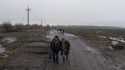 Жители бегут из города - 01092399-4.jpg