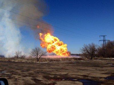 Пожар на газопроводе под Углегорском - Горит-газопровод.jpg