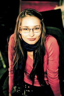 Симпатичную девушку обвиняют в том, чего она могла и не делать вовсе. Трибунал решил покалечить ей жизнь, обвиняя в недоказанном преступлении - 02349850012978476.jpg