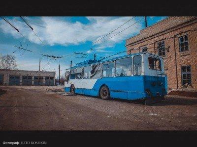 Единственный на весь город троллейбус замер после артобстрела - 09-Uglegorsk.jpg
