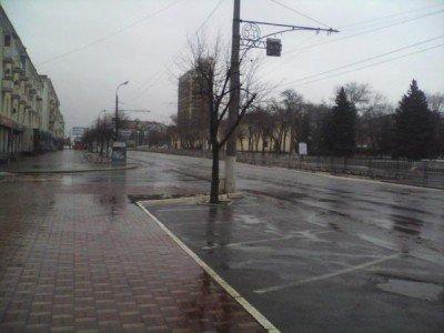 Людей почти нет - Lugansk-chas-puk-3.jpg