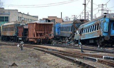 Вагоны поездов, пострадавшие в результате артобстрела - Debaltsevo-DonbassForum-01.jpg