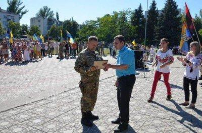 Военным вручают подарки - Lysichansk_4.jpg