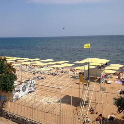 Набережная пуста - Feodosia_Beach_2.jpg