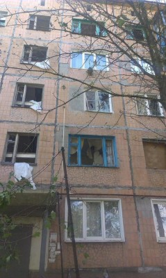 Поврежден фасад здания, выбиты окна - Krasnogorovka_11_08_2.jpg
