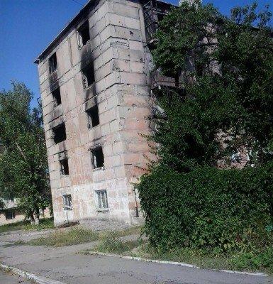 Сгоревший жилой дом - Pervomaysk-LNR-1.jpg