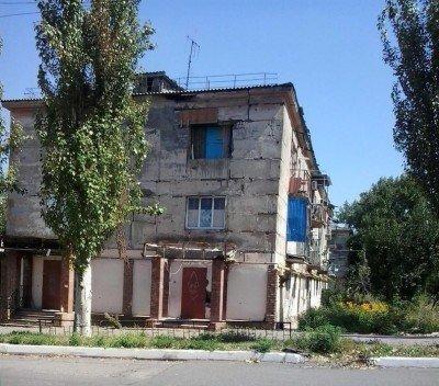 Полузаброшенный жилой дом - Pervomaysk-LNR-2.jpg