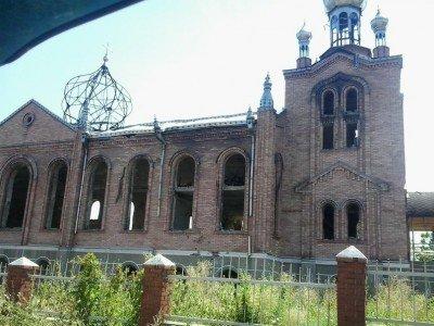 Сгоревшая дотла католическая церковь - Pervomaysk-LNR-5.jpg