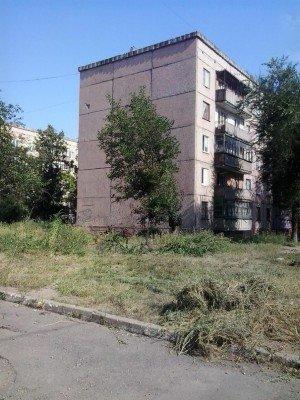 Траву давно никто не косил - Pervomaysk-LNR-6.jpg
