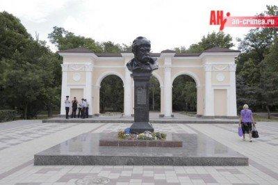 Так выглядит сам памятник Шевченко в Симферополе - Crimea-Ukraine-24-08-2015-3.jpg