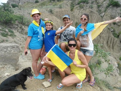 Молодежь собралась в горах Крыма с флагом Украины - Crimea-Ukraine-24-08-2015-5.jpg