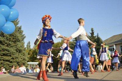 Танцевальные номера от детей в вышиванках - Kurahovo_Concert_1.jpg