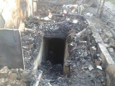 От дома остался лишь вход в подвал - Staromihaylovka_obstrel_1.jpg