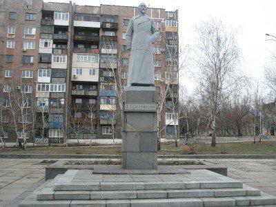 Памятник Феликсу Эдмундовичу Дзержинскому в городе его имени - Pamyatnyk_Feliksu_Dzerzhynskomy.jpg