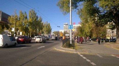 Судя по всему, ДТП произошло в районе Крытого рынка и церкви - DTP_Donetsk_opolchenye_2.jpg
