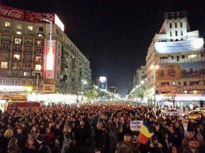 Люди на митинге в Бухаресте - bucaresti02.jpg