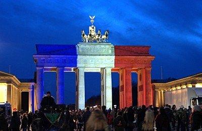 Флаг Франции в знак солидарности - Paris_terakt_03.jpg