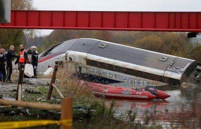Перевернутый поезд - Terakt_France_01.jpg