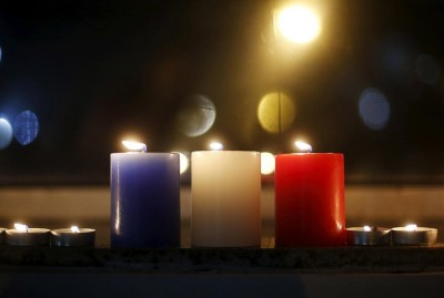 Свечи в цветах французского флага - Paris_teracts.jpg