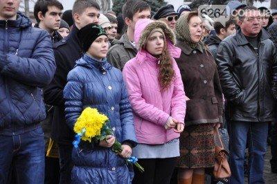 Людей собралось немало - kramatorsk_maydan_3.jpg