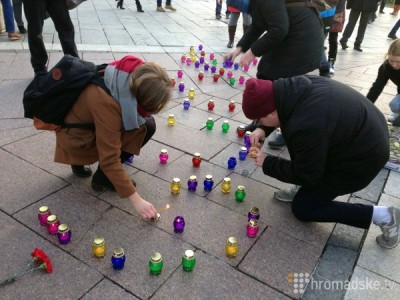 Люди ставили свечки за упокой - Nemtsov_25.jpg