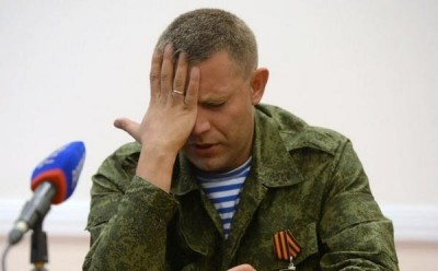 Лидер боевиков Захарченко бьет себя по лбу - zahar.jpg