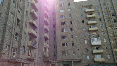 Жилой дом с выбитыми стеклами - Avdeevka-promzona-1.jpg