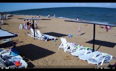 А по российскому ТВ пустые пляжи Крыма не показывают - crimea-beach-12.jpg