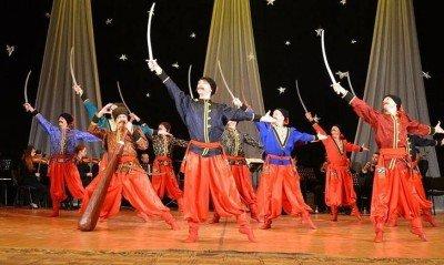 Артисты танцуют гопак - gopak.jpg