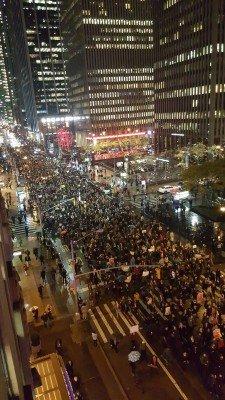 Американцы собрались на многотысячную акцию протеста против результатов выборов - 3-3lol.jpg