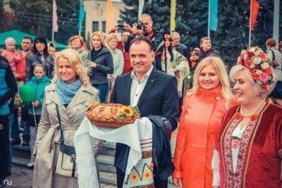 Мэр Славянска Нелли Штепа крайняя справа - SLAVYANSK-VYSHYVANKY-4.jpg