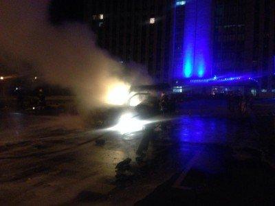 Взорванная машина у здания ДонОГА - 2039782m0v94280394.jpg