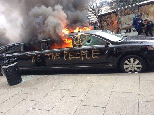 Сожгли чей-то лимузин, предположительно, самого Дональда - Washington.jpg