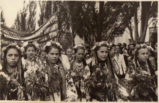 Украинки в вышиванках - Gorlovka.jpg