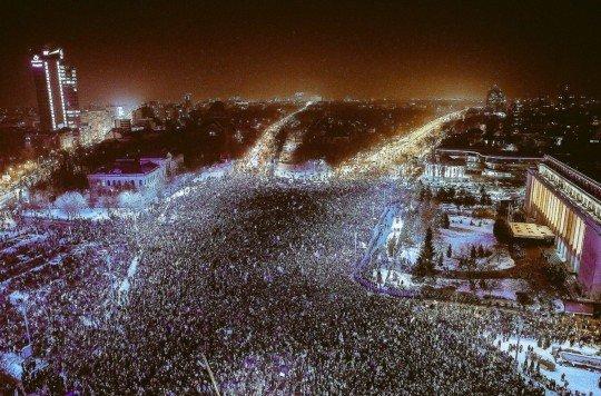 Румыния на пороге революции - на площадях крупнейших городов страны вышло около 500 тысяч протестующих - Romania (1).jpg