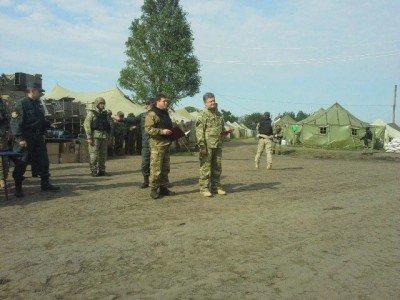 Порошенко выступает перед армией и гражданскими - SVYATO-3.jpg