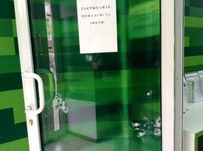 Вход в отделение ПриватБанка - 7843648.jpg