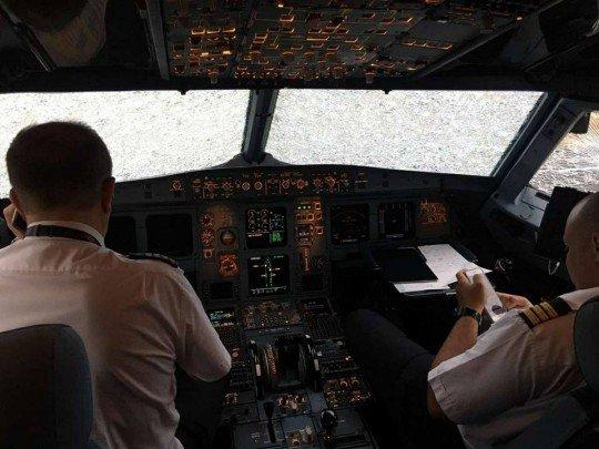 Кабина пилотов - Samolet (2).jpg