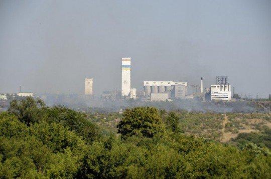 Гордость города - шахта Комсомолец Донбасса . Фото сделано во время боев в окрестностях города - 32904980890324.jpg