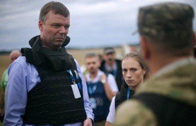 Комиссия ОБСЕ и ополченцы - OBSE-mission.jpg