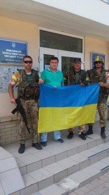 Попаснянский военный комиссариат и флаг Украины - Popasnaya-03.jpg